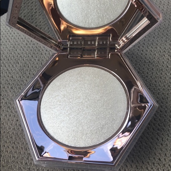 Fenty Beauty Other - Fenty highlighter